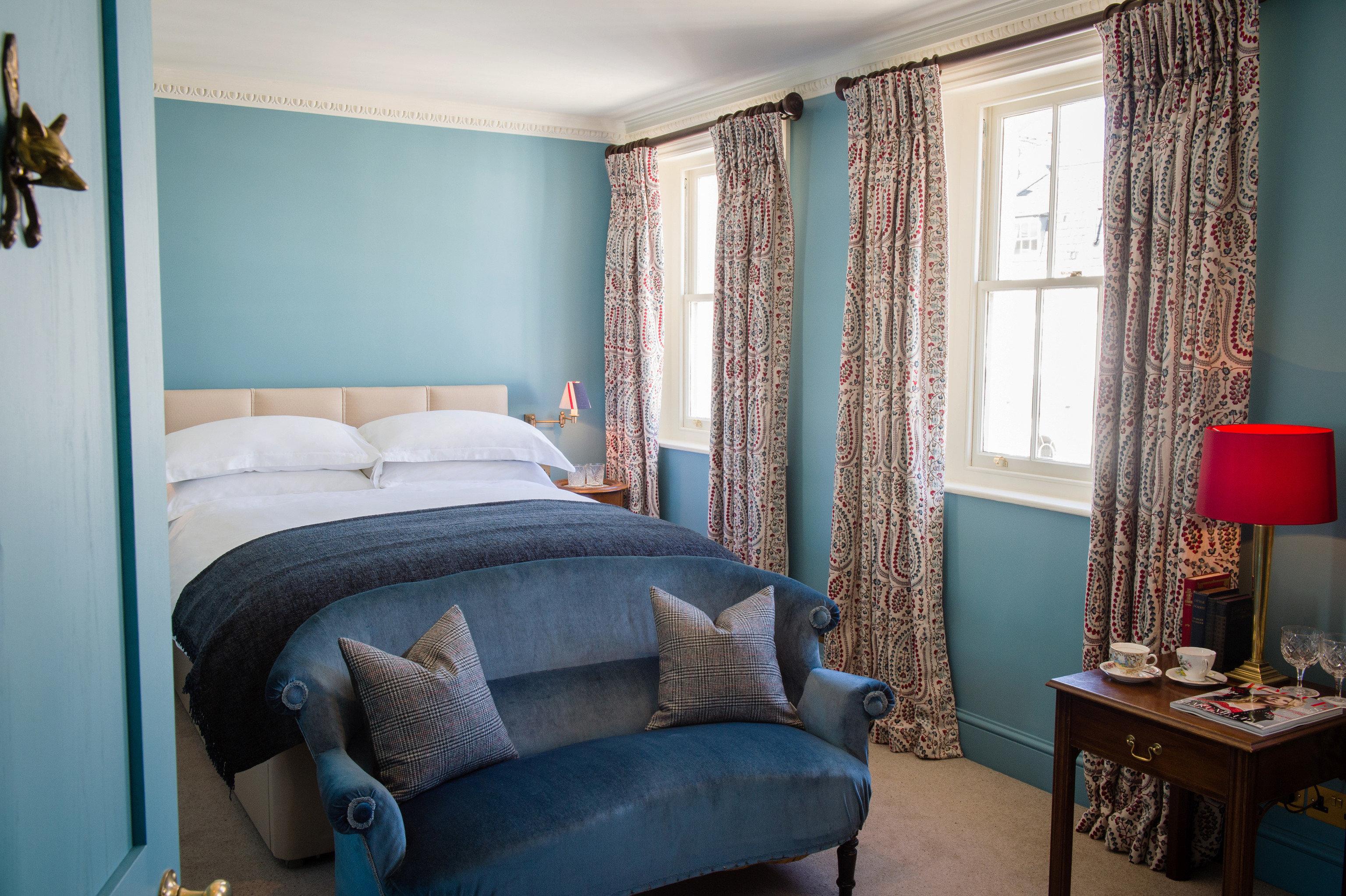 sofa property Bedroom living room home house cottage Suite blue