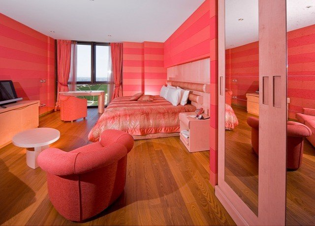 red property Suite pink cottage Bedroom bright