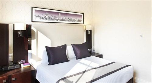 property building Suite cottage Bedroom condominium