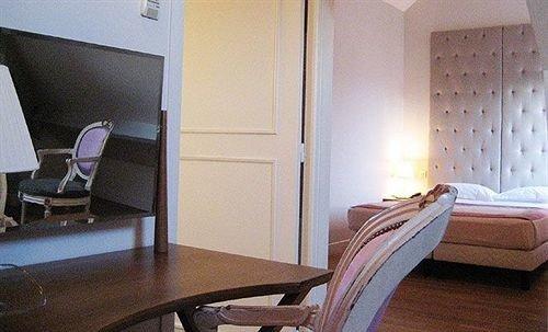 property building Suite cottage Bedroom