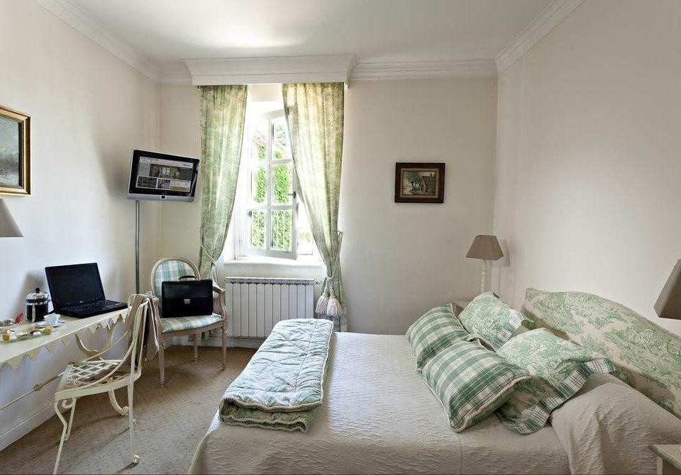 sofa property building Bedroom cottage living room home Suite