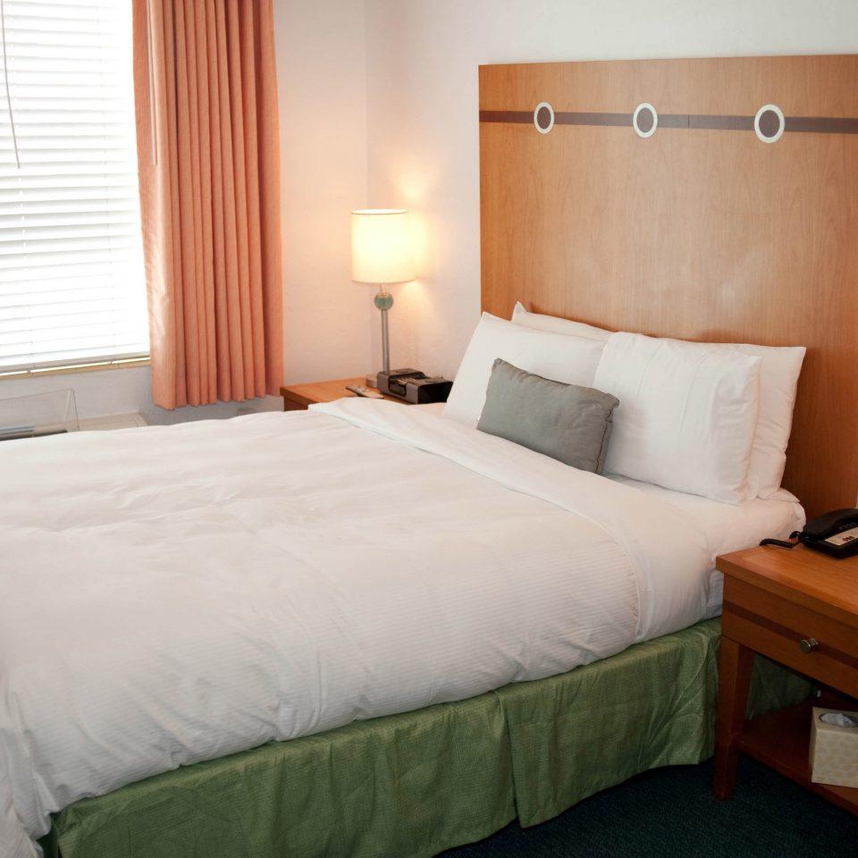 Bedroom property building Suite cottage lamp night tan