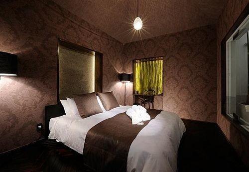 Bedroom property building cottage Suite mansion lamp