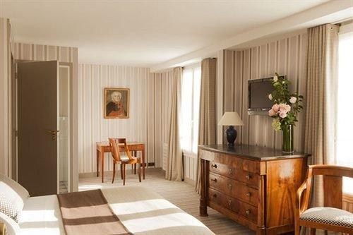 chair property living room home Suite hardwood cottage wood flooring cabinetry Bedroom hard