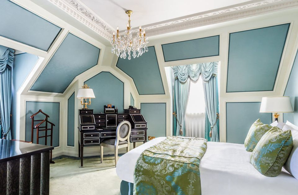chair property living room Bedroom green home cottage mansion Suite