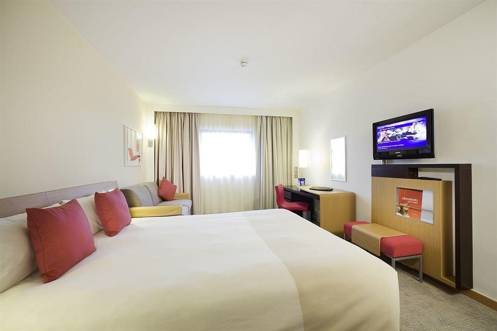 sofa property Bedroom Suite living room cottage condominium pillow flat clean