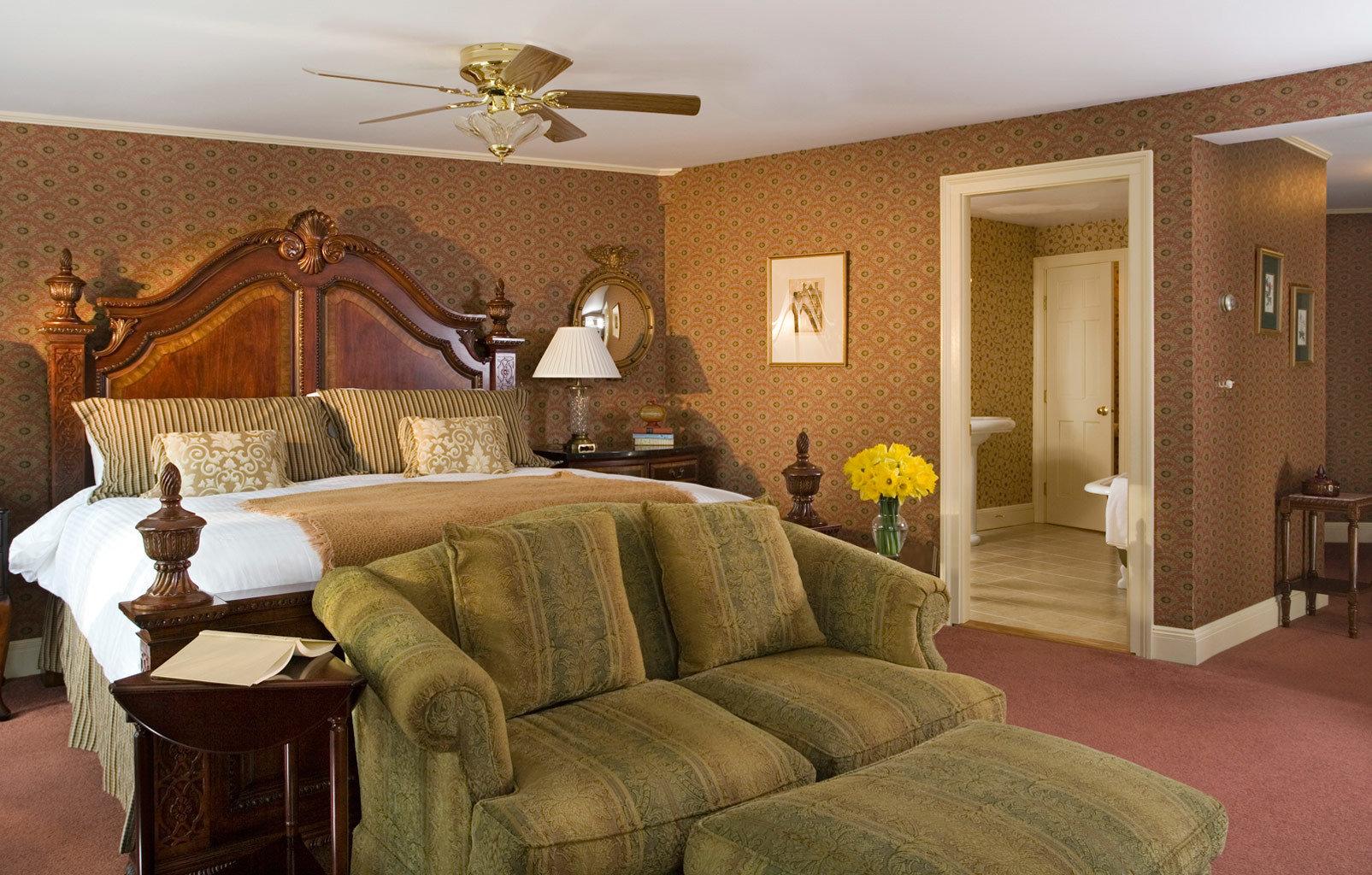 sofa property living room home Bedroom Suite hardwood cottage colored