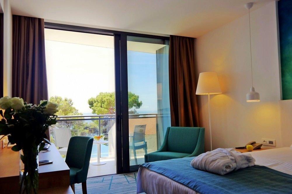 property Bedroom Suite condominium living room home cottage flat