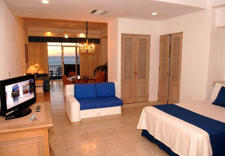 property Suite condominium Bedroom living room cottage flat