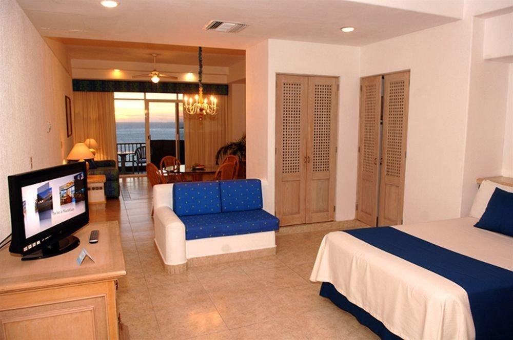 property Suite condominium Bedroom living room cottage flat
