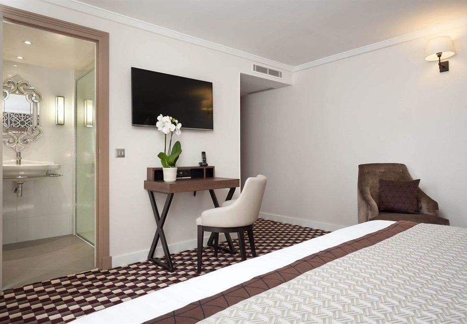 property Bedroom Suite cottage living room flooring condominium