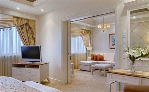 property living room Suite condominium home cottage Bedroom
