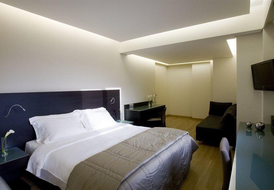 sofa property Bedroom Suite condominium cottage