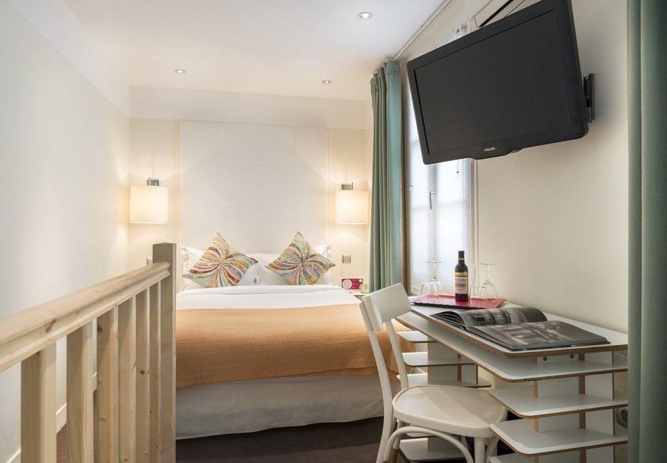 property Bedroom home Suite cottage condominium