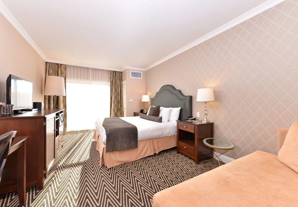 property Bedroom Suite condominium hardwood living room cottage