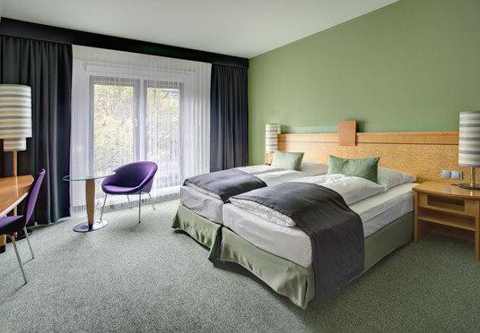 property Bedroom Suite condominium living room home cottage