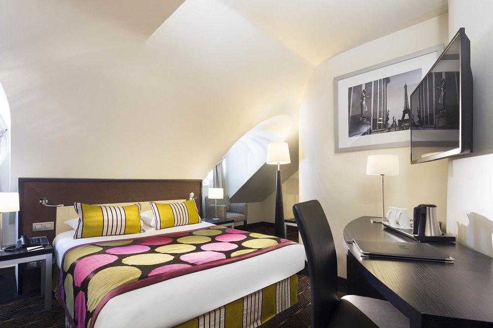 property Suite Bedroom living room cottage condominium