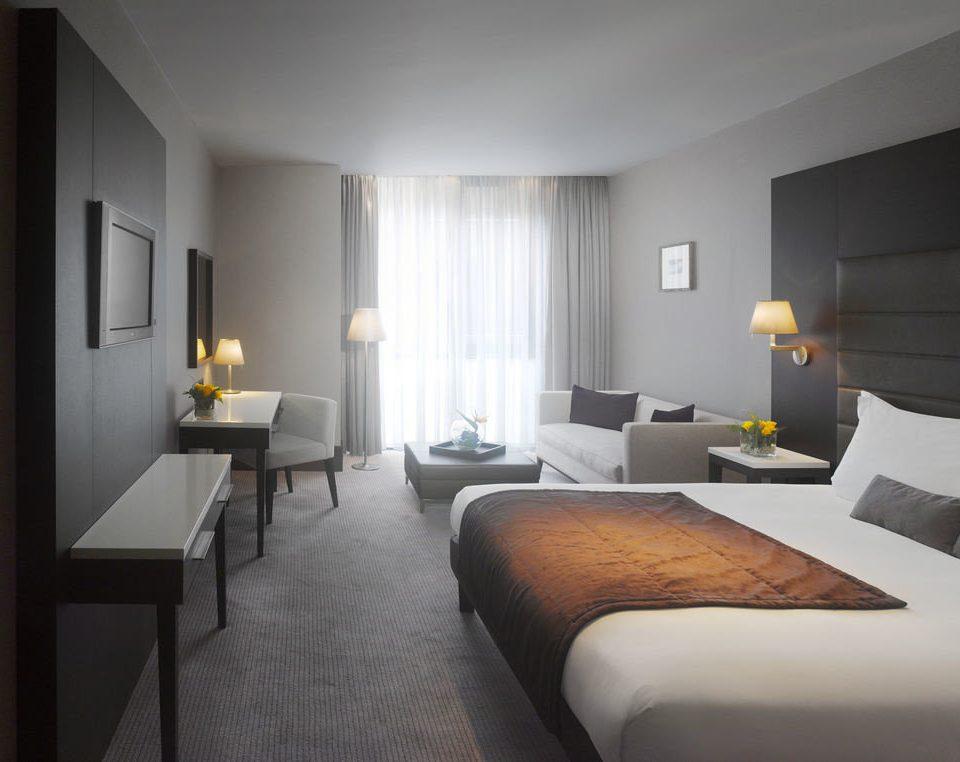 Bedroom property Suite condominium cottage living room lamp flat