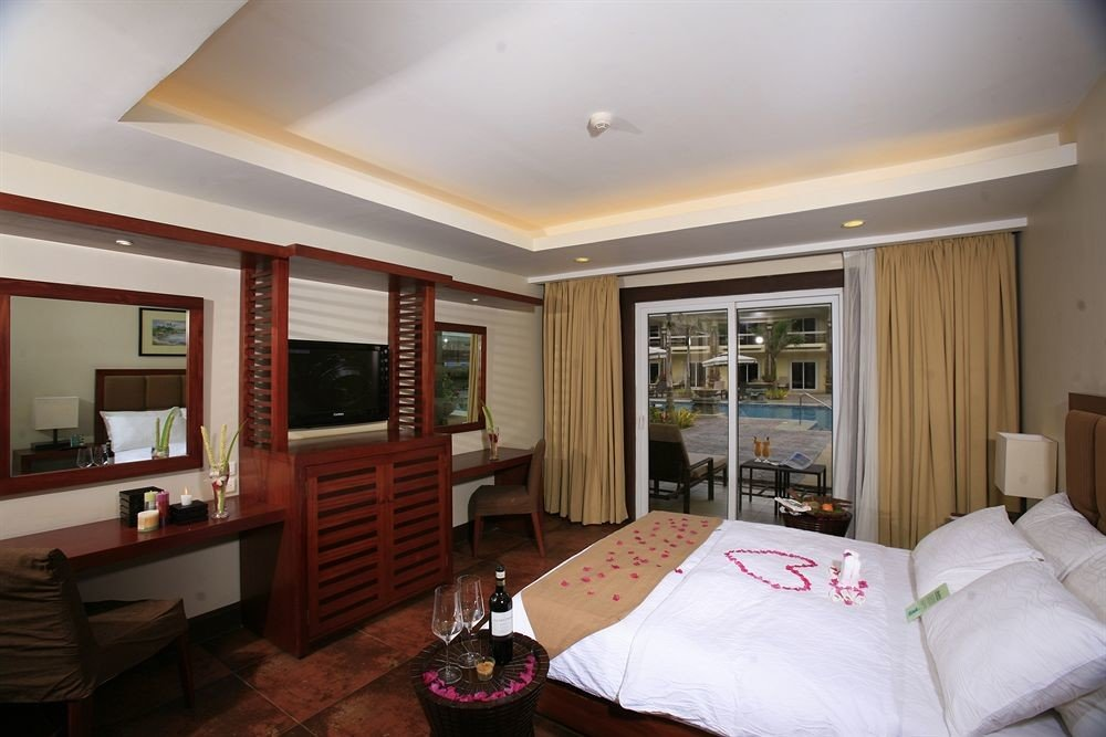 property home Bedroom Suite living room cottage condominium