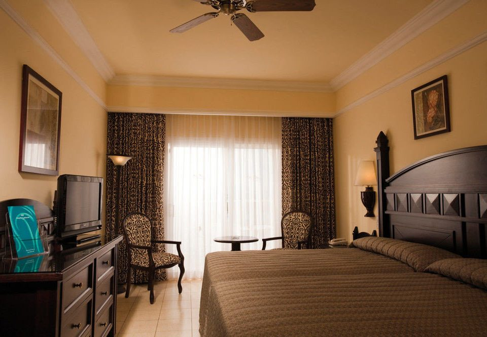 property Bedroom living room home Suite cottage mansion condominium farmhouse