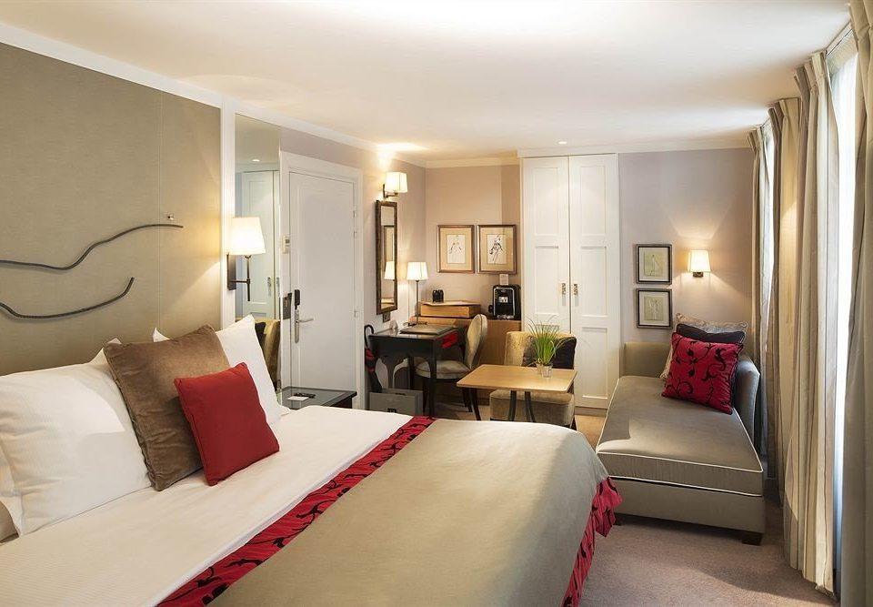 sofa Bedroom property Suite living room cottage condominium flat lamp