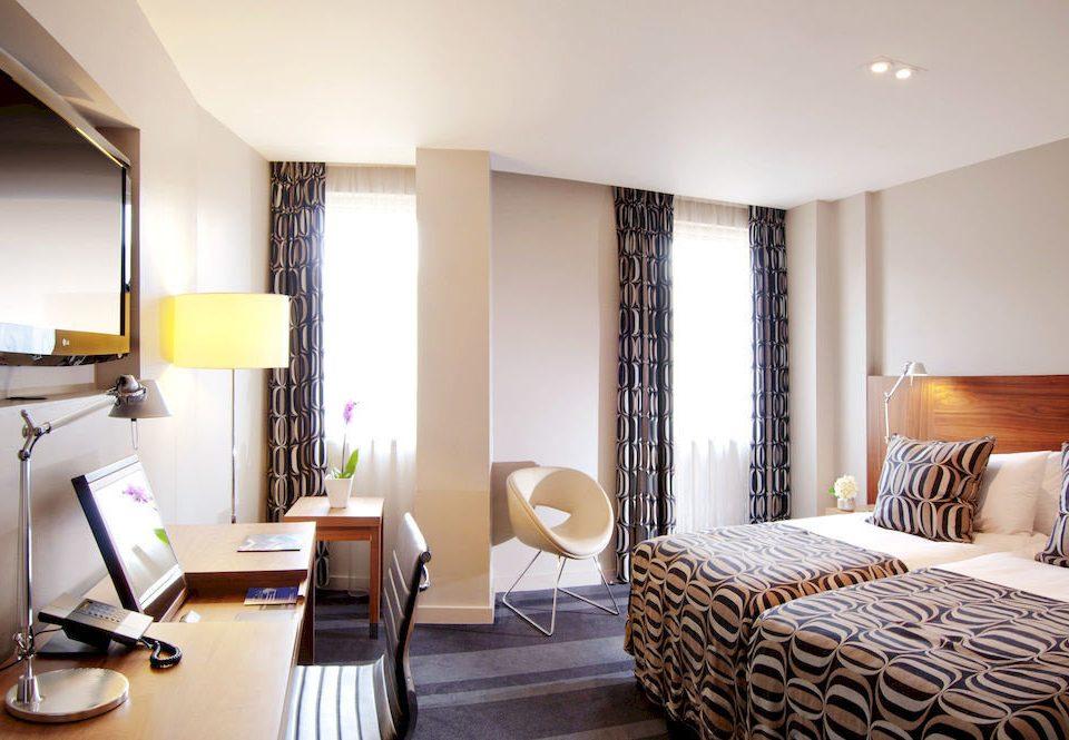 property Suite Bedroom condominium living room cottage