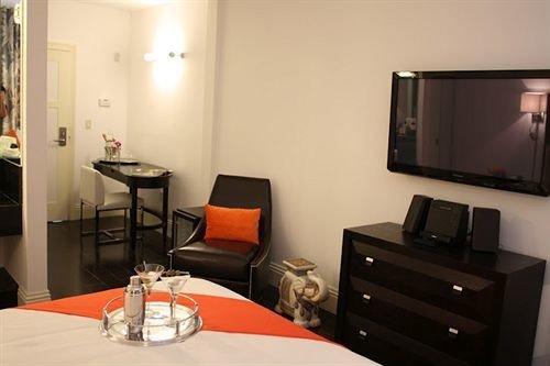 property Suite living room cottage condominium Bedroom