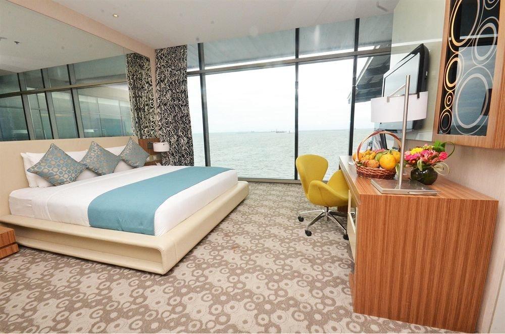 property Bedroom Suite home living room cottage condominium