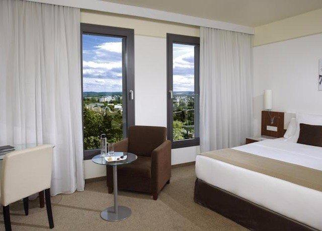 property Bedroom condominium Suite cottage