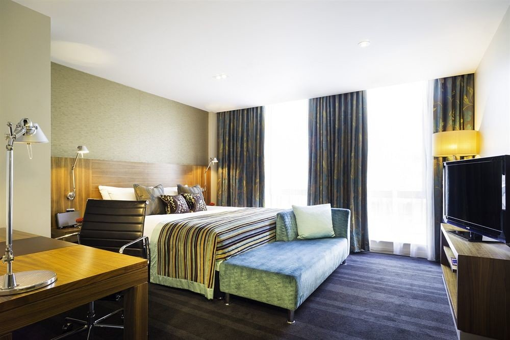 property Suite Bedroom condominium living room home cottage