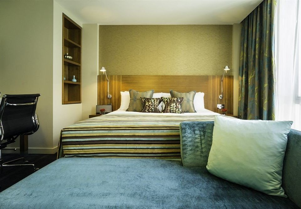 sofa Bedroom property Suite pillow green home living room cottage condominium lamp tan
