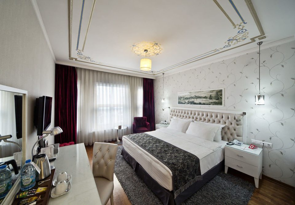 property Bedroom Suite living room home cottage condominium mansion