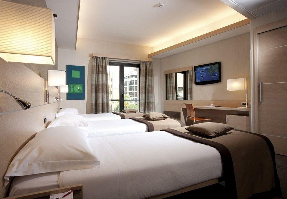sofa Bedroom property Suite condominium home cottage pillow