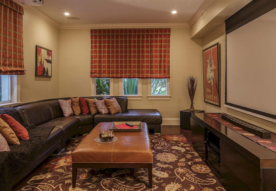 sofa living room property recreation room home hardwood Suite condominium cottage Bedroom flat leather