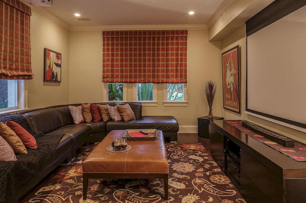 sofa living room property recreation room home hardwood Suite condominium cottage Bedroom flat leather