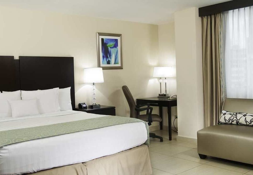 sofa Bedroom property Suite pillow cottage condominium