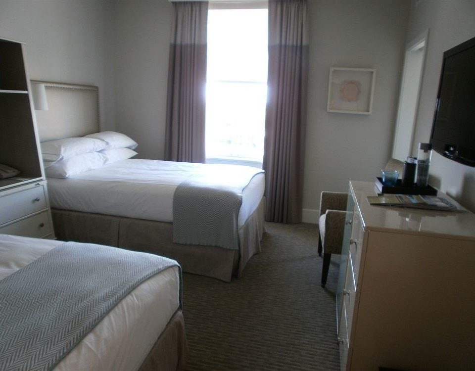 property Bedroom Suite condominium cottage living room