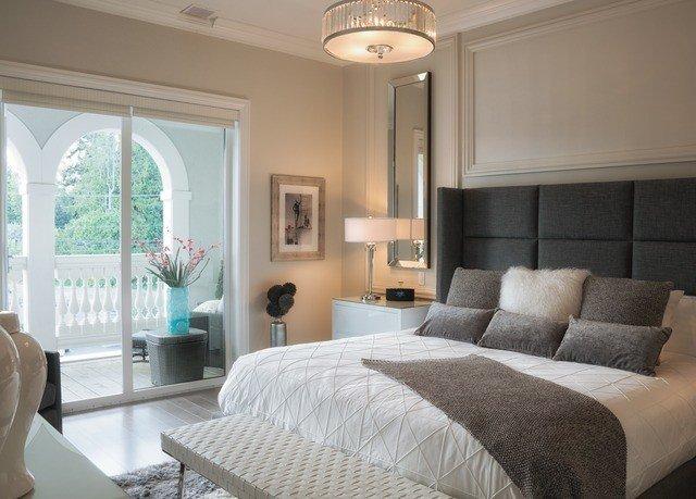 sofa property living room Bedroom home Suite condominium cottage