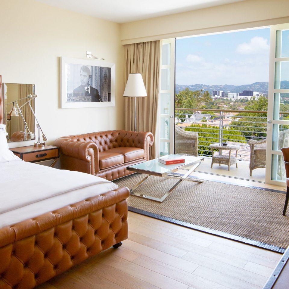 property Bedroom Suite condominium cottage home living room