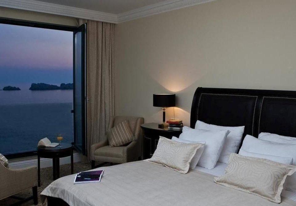property Suite Bedroom cottage condominium lamp