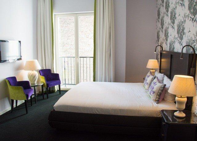 property living room Bedroom Suite home condominium cottage lamp