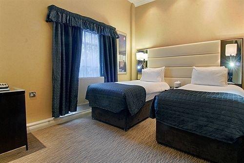 property Suite Bedroom condominium cottage living room