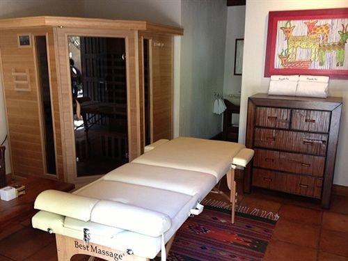 property cottage Suite condominium Bedroom