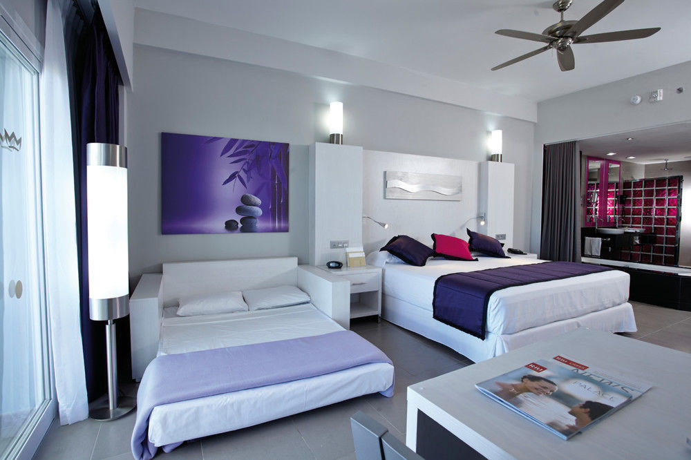 property living room white condominium Suite home Bedroom cottage