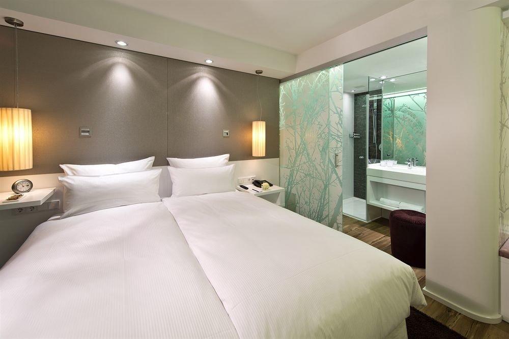 Bedroom property Suite pillow cottage condominium