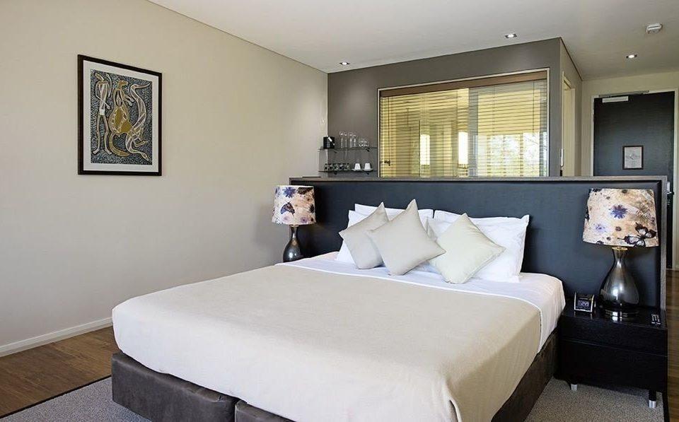 sofa property Bedroom scene Suite cottage living room condominium
