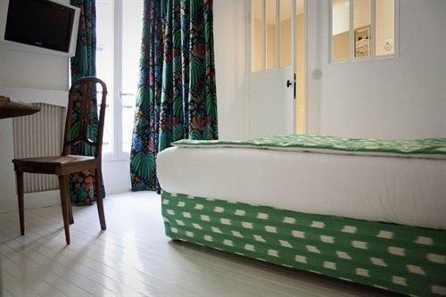property cottage Bedroom green condominium home Suite