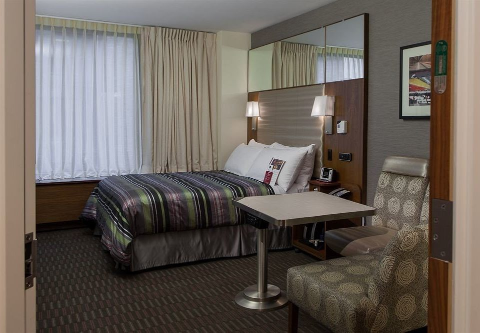 property Bedroom cottage home Suite condominium living room