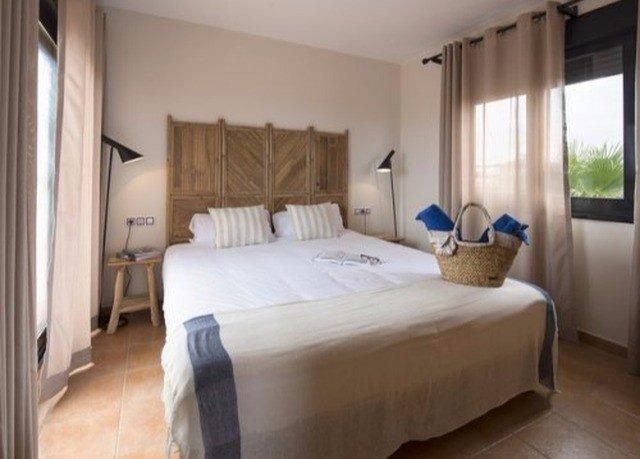 Bedroom property Suite cottage condominium tan