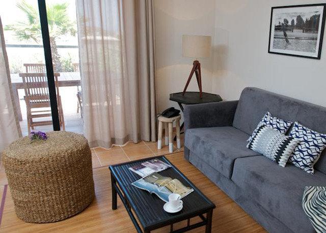 property living room cottage Bedroom home hardwood Suite condominium